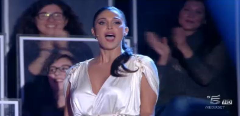 Belen Rodriguez conduce l'ottava puntata