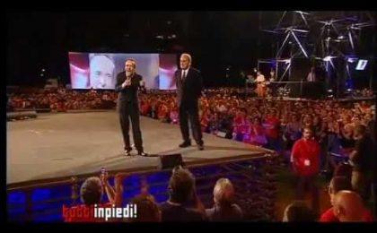 """Roberto Benigni a Tutti In Piedi!: """"Siete l'Italia migliore!"""" (video)"""