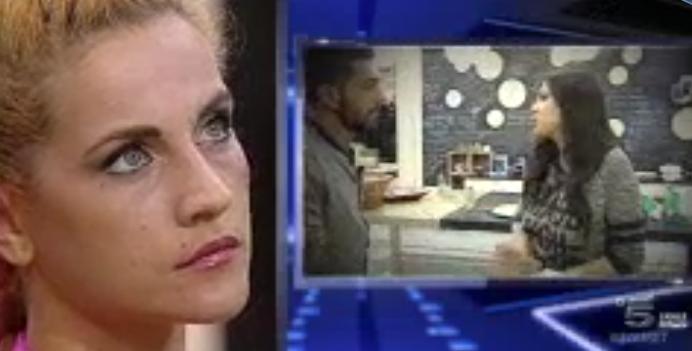 Lidia guarda una clip su Alessandro