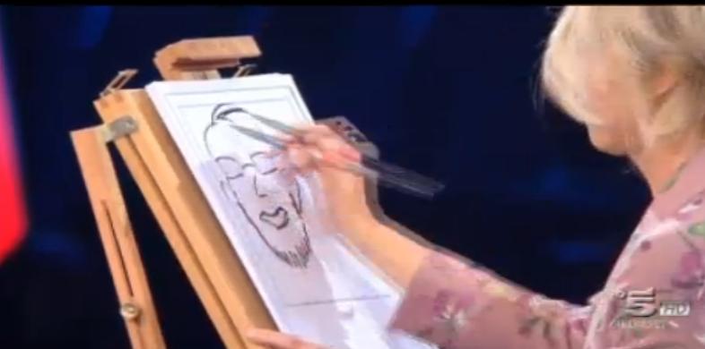 Maria De Filippi realizza una caricatura