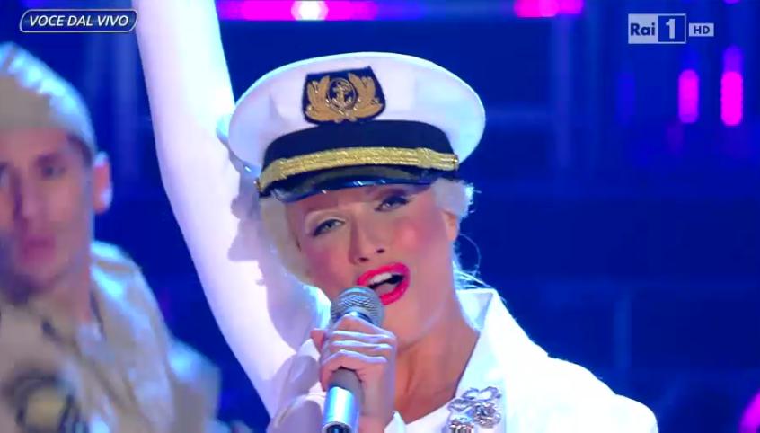 Roberta Giarrusso imita Christina Aguilera
