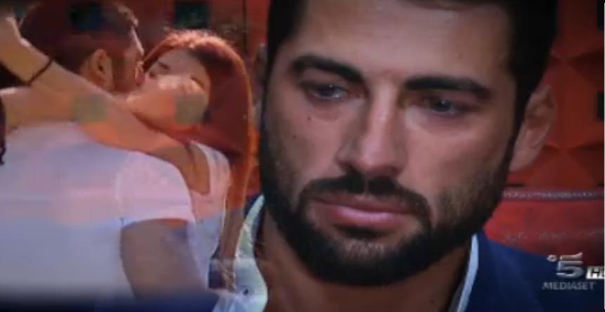 Sorpresa per Mary, Giovanni piange