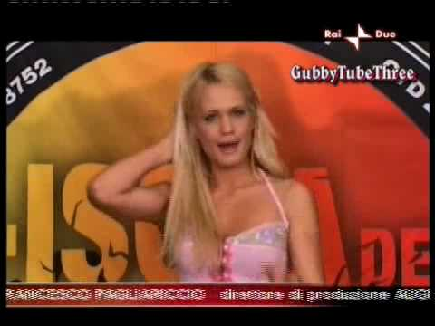 GF9, Laura Drzewicka tra provini e sexy car wash