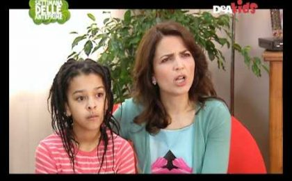 DeAkids, Neri Marcoré insegna l'inglese nella sitcom La Famiglia Gionni