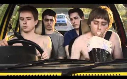 The Inbetweeners, in viaggio con un road trip scurrile (per beneficenza)