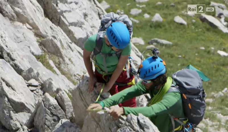 Arisa si arrabbia con la sua guida così da scalare senza pensarci