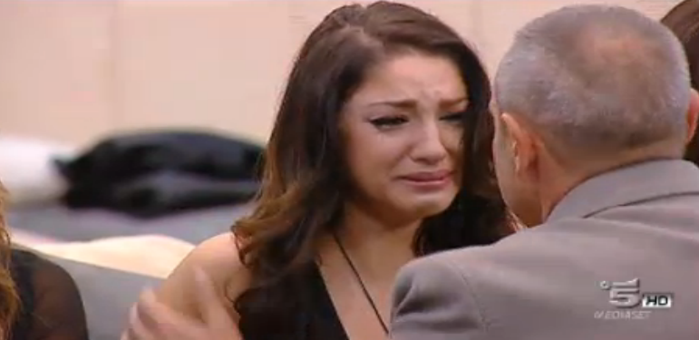 Federica piange alla vista del padre