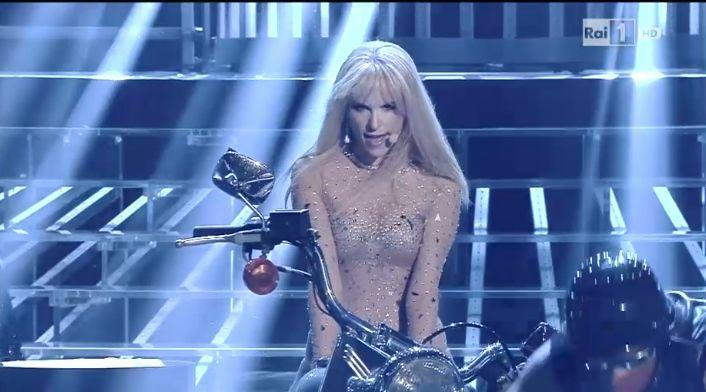 Giulia Luzi Britney Spears
