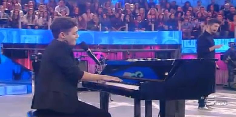 Luca al piano