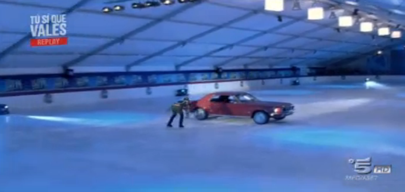 Sergey salta su un' auto