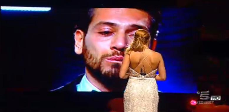 Alessandro in lacrime per amore