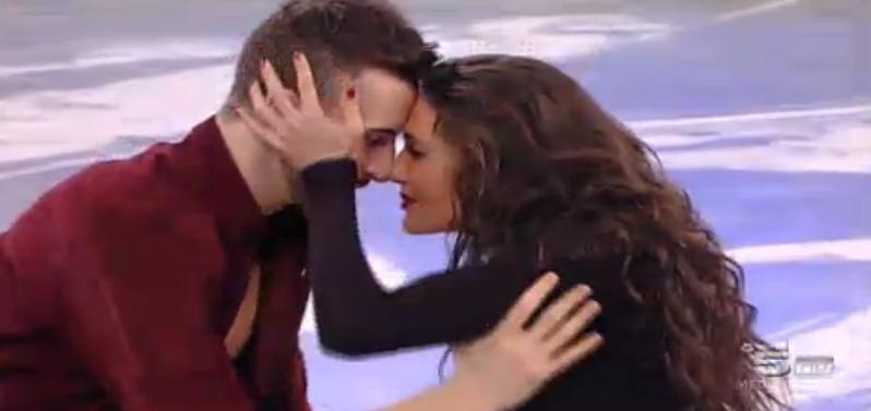 Andreas e Elena ballano insieme