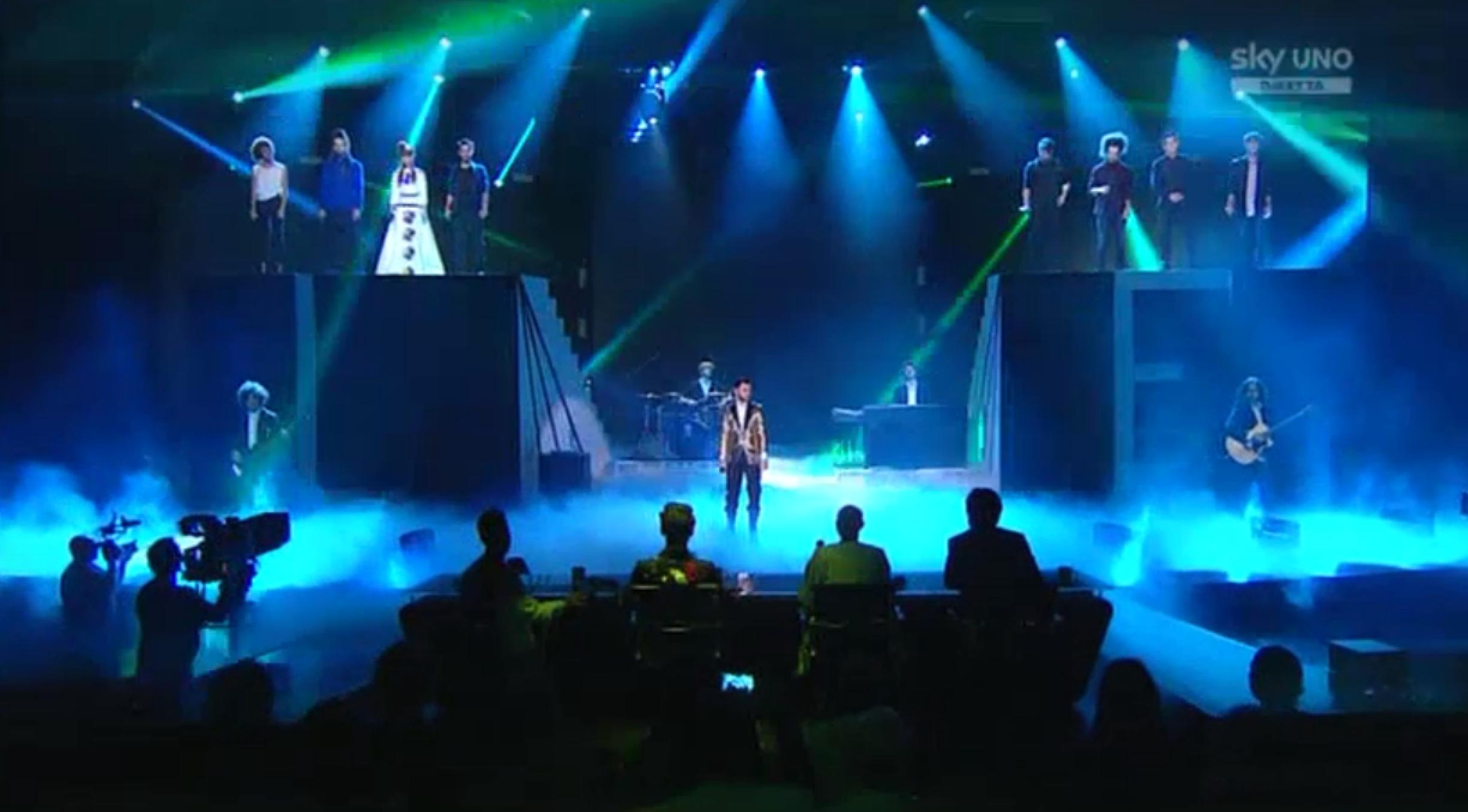 L'opening della Semifinale di X Factor 2015 con Lorenzo Fragola