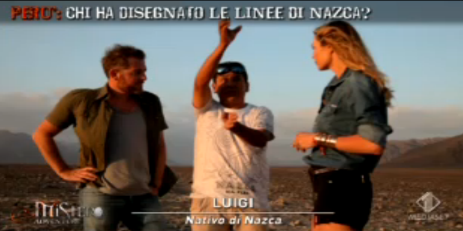 Luigi spiega agli inviati le linee di Nazca