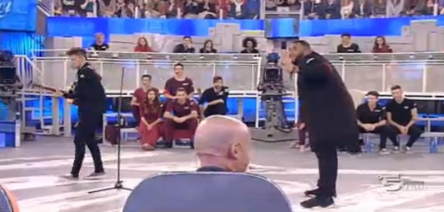 Sergio Sylvestre balla per festeggiare la vittoria