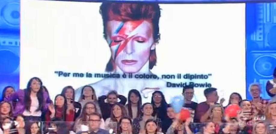 Amici rende omaggio a David Bowie