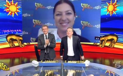 Striscia la notizia, Stefania Petyx e l'atto intimidatorio: Greggio e Iacchetti in piedi per l'inviata