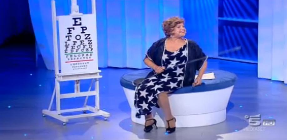 Maddalena fa l'esame della vista a Bruno