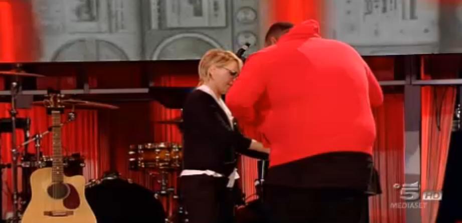Maria aiuta Sergio, problemi con la felpa