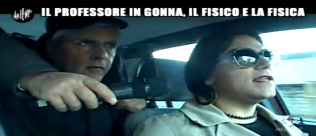 Enrico Lucci intervista Michele, prof. uomo vestito da donna