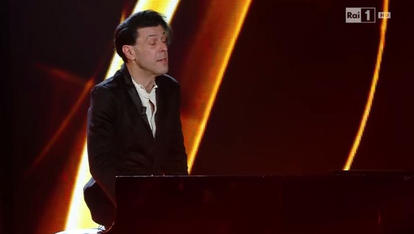 Ezio Bosso suona il piano a Sanremo