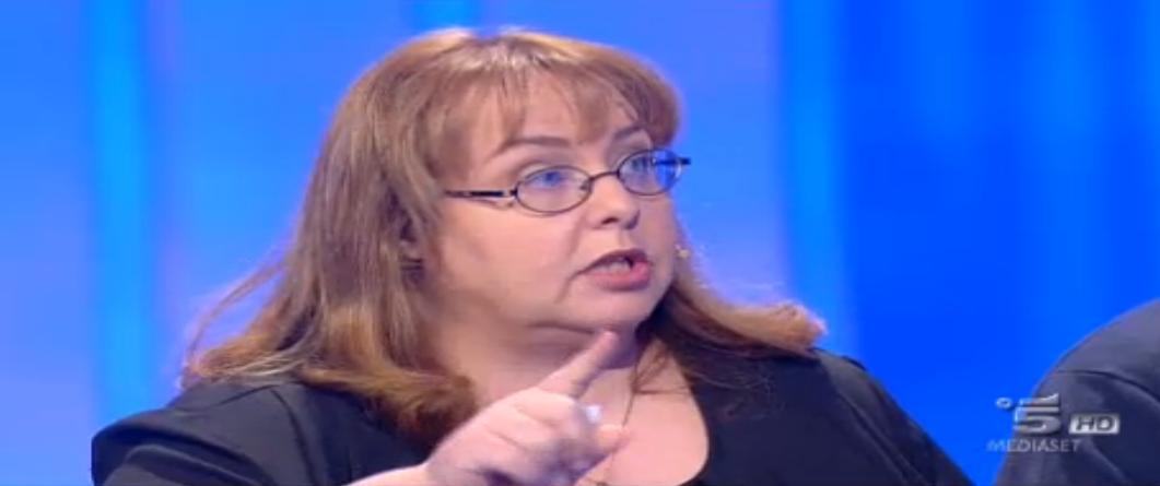 Mamma Emanuela punta il dito contro la moglie del figlio