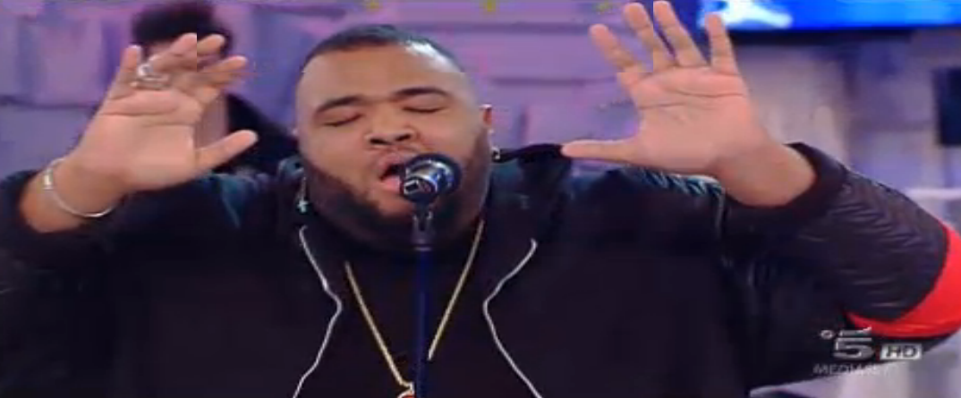 Sergio canta Falling di Alicia Keys