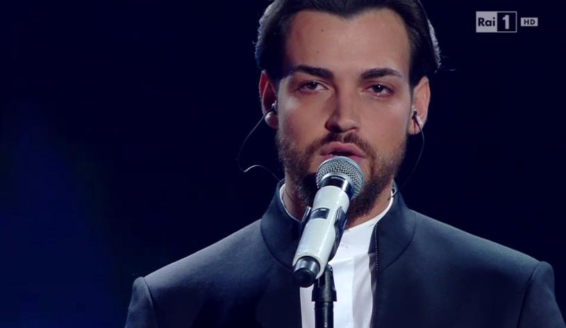 Valerio Scanu, l'occhio lucido durante la finale