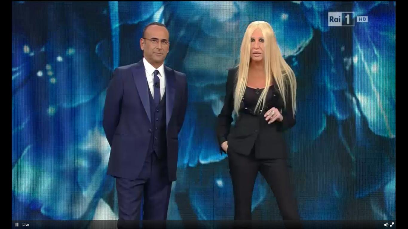 """Virginia Raffaele imita Donatella Versace a Sanremo 2016: """"Io faccio moda, non lavoro"""""""