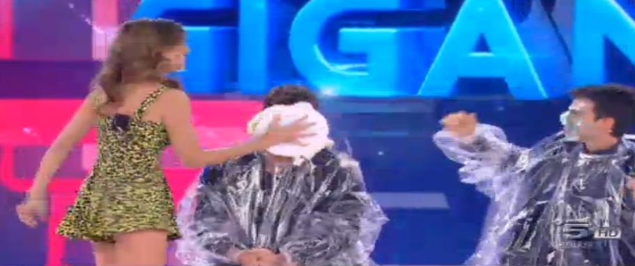 Belen e la torta in faccia a Stefano