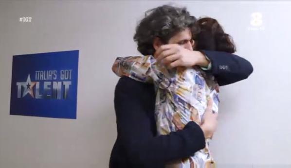 L'abbraccio tra Ivan e Nina Zilli