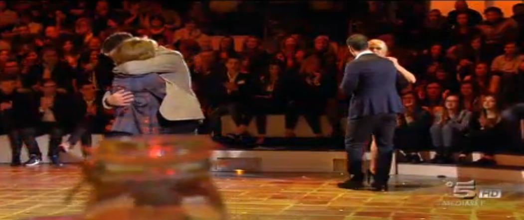 Maria De Filippi balla con Raoul Bova