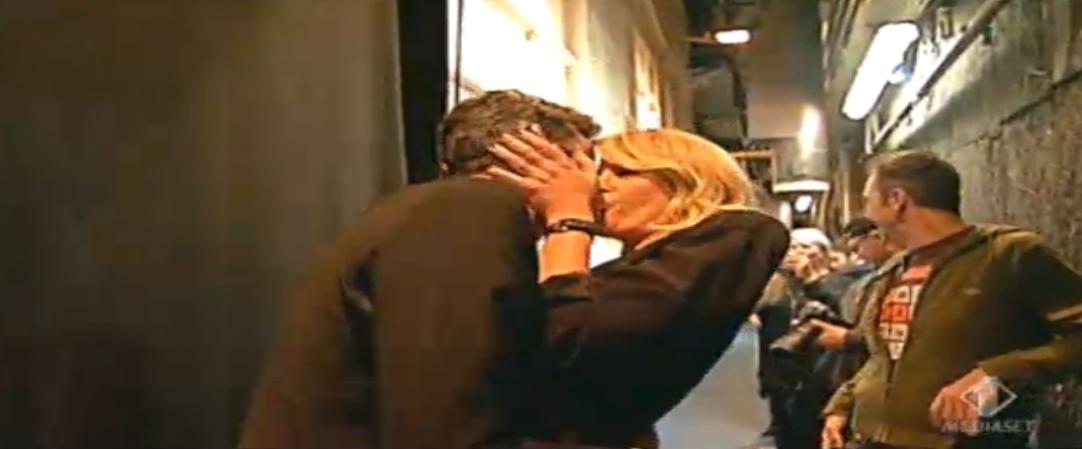 Pif e Alessia Marcuzzi si baciano