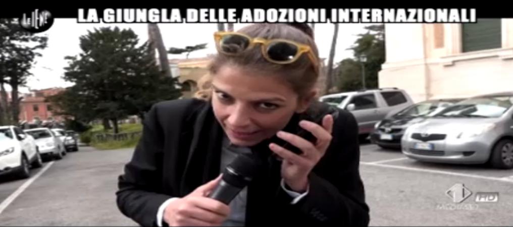 Sabrina Nobile telefona alla segreteria del CAI