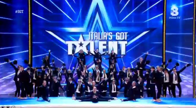 52 ballerini, genitori e figli, danzano a Italia's got talent 2016