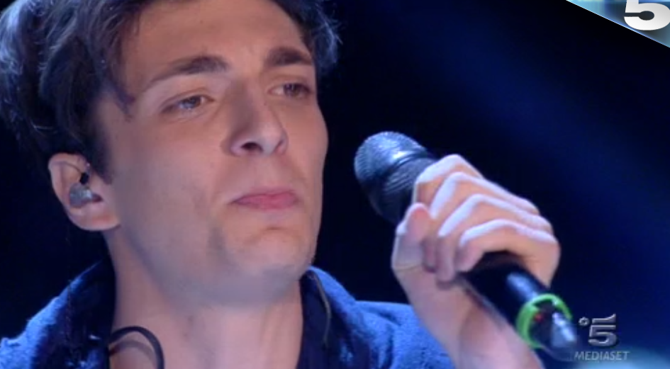 Cristiano canta i R.E.M ad Amici 15
