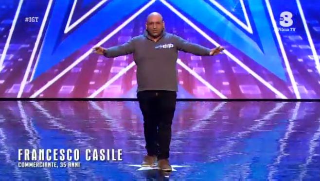 Francesco Casile imita il verso degli animali a Italia's got talent 2016