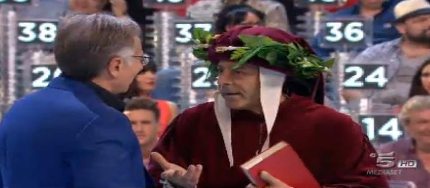 Luca Laurenti vestito da poeta a Ciao Darwin 7   quinta puntata