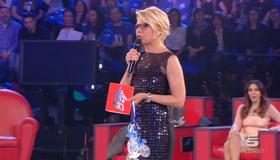 Maria De Filippi conduce la quarta puntata di Amici Serale