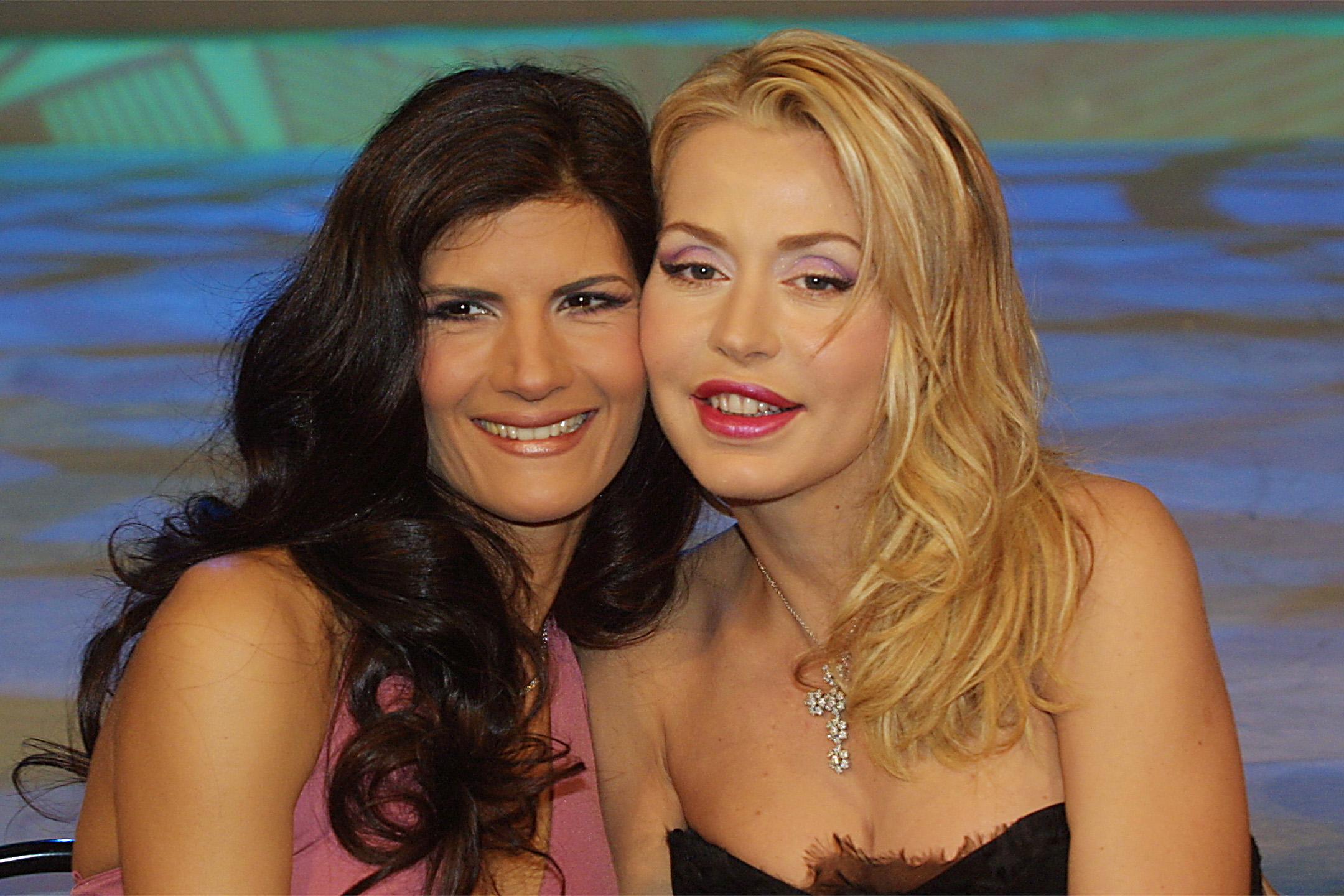 Valeria Marini e Pamela Prati di nuovo insieme su Canale 5 con Magnàmose tutto!