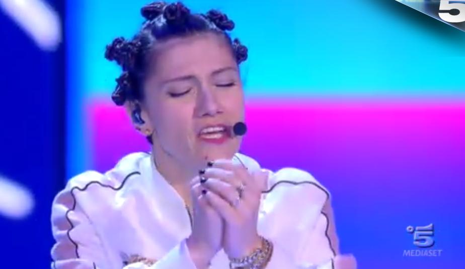 36 Elisa canta Love me forever ad Amici 15