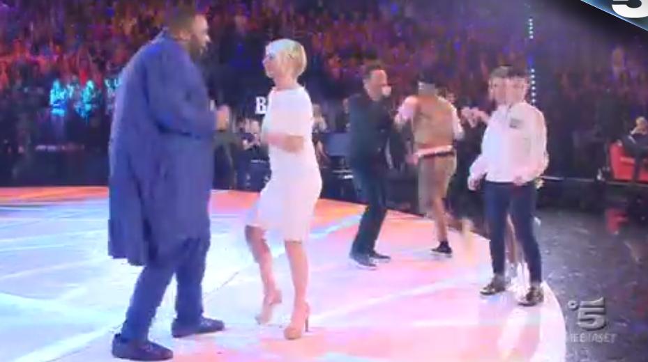 38 Maria De Filippi balla con Sergio ad Amici 15