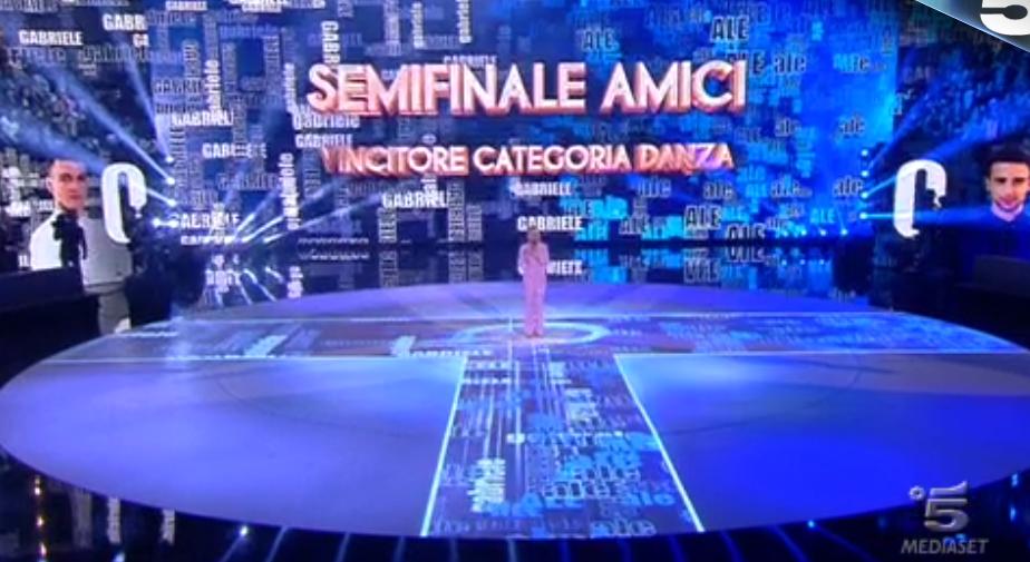 47 Maria De Filippi spiega meccanismo di voto a T per eleggere chi vince categoria ballo