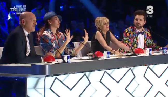 6 La giuria durante la finale di Italia's got talent 2016