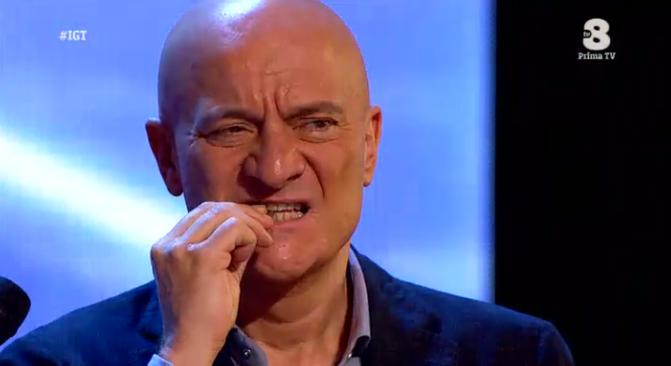 Claudio Bisio mangia uno scorpione a Italia's got talent 2016