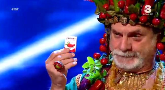 Gianni Pellegrino 'Re peperoncino' regala preservativi piccanti a Claudio Bisio