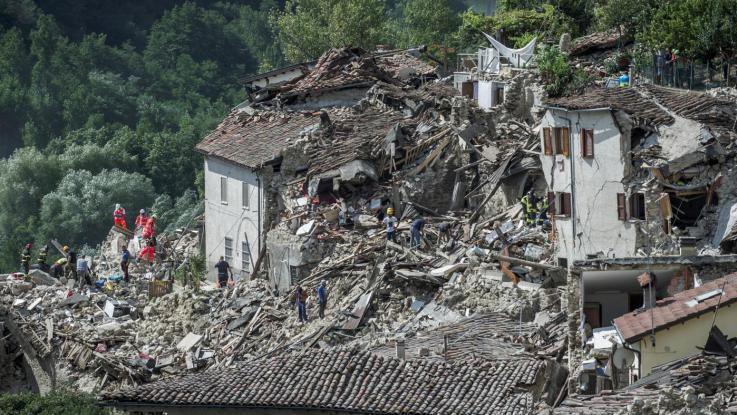 Terremoto centro Italia, le variazioni e i programmi di Rai e Mediaset
