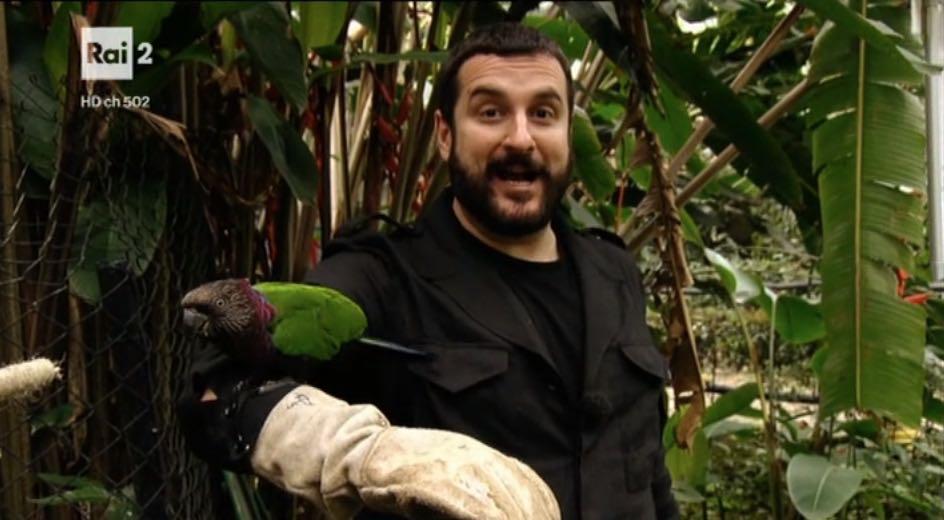 Costantino della Gherardesca con un pappagallo