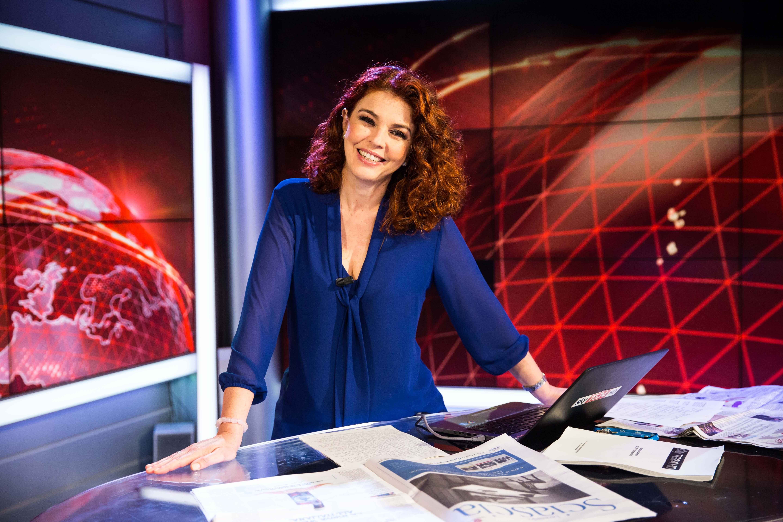 Paola Saluzzi conduce Dentro i fatti, con le tue domande su Sky TG24