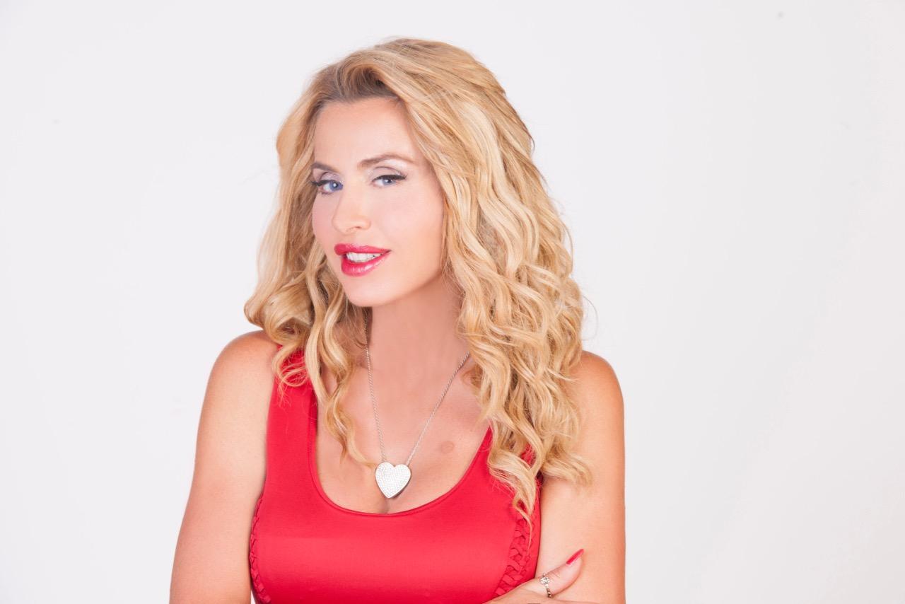 """Valeria Marini: """"Al Grande Fratello VIP sarò finalmente me stessa"""" [INTERVISTA]"""